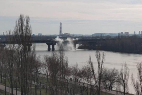 Теплотрассу под мостом Патона прорвало во время испытаний – Киевгорсовет