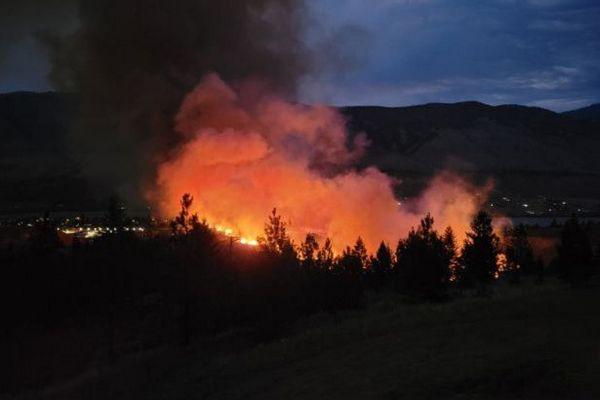 В Канаде — более 130 лесных пожаров: к тушению привлекли военную авиацию