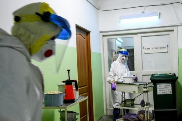 Врачи львовского Охматдета спасают пятилетнюю девочку, у которой COVID поразил 80% легких