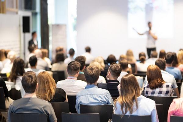 Конференции: важно ли их посещать компаниям?