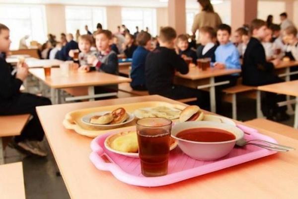 Паэлья, минестроне и другие вкусности: в Минздраве рассказали о новом школьном меню