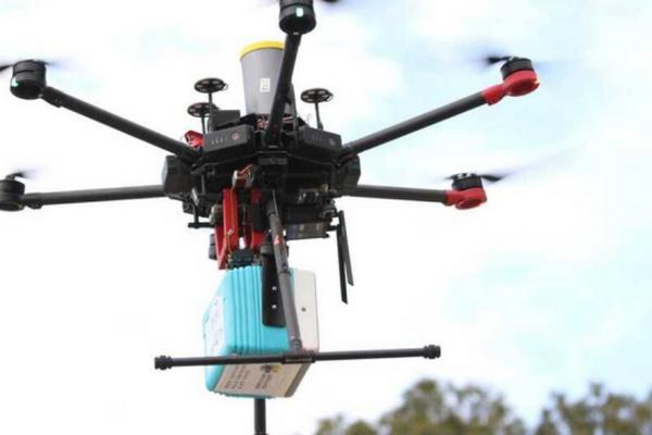 В Израиле дрон-курьер впервые доставил заказанную еду клиенту