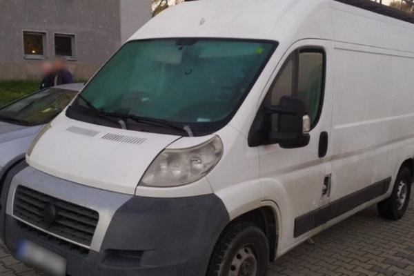 В Польше задержан украинец, который в микроавтобусе перевозил 41 мигранта